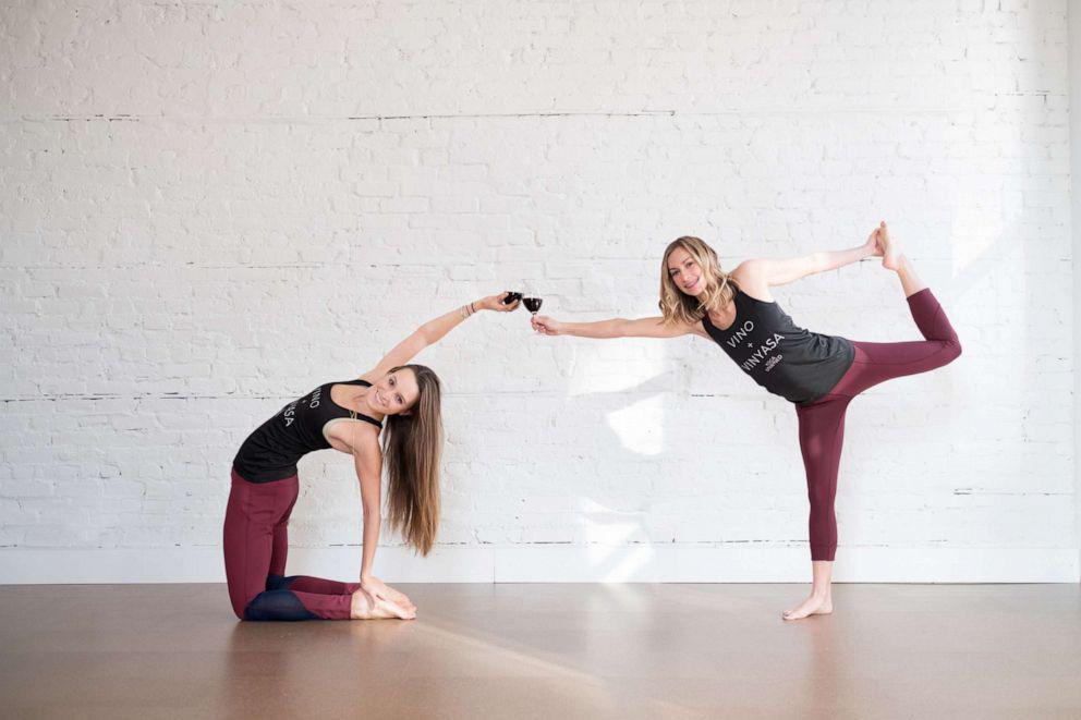 hacer yoga con vino