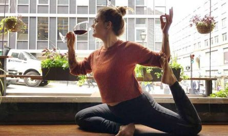 vino para hacer yoga